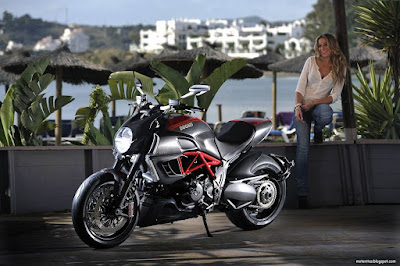 motos-mujeres-ducati-chicas-wallpaper-hd-alta-definicion