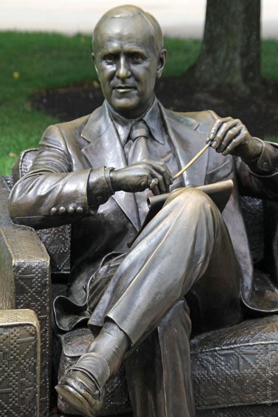 Public Art in Chicago Navy Pier Bob Newhart Statue as  : LI sculp NP 202b from chicago-outdoor-sculptures.blogspot.com size 567 x 850 jpeg 107kB