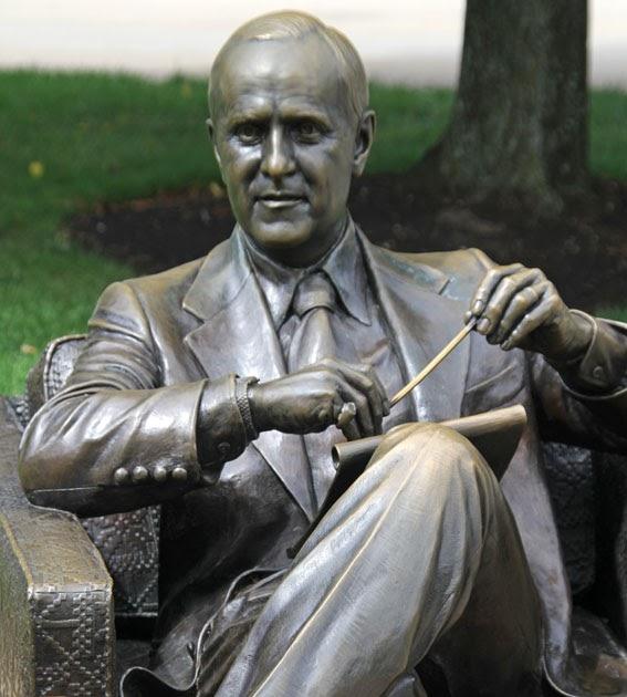 Public Art in Chicago Navy Pier Bob Newhart Statue as  : LI sculp NP 202b from chicago-outdoor-sculptures.blogspot.com size 567 x 630 jpeg 71kB