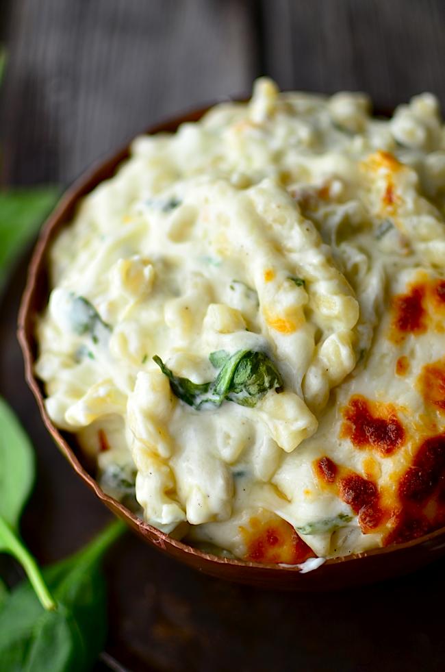 http://www.yammiesnoshery.com/2015/01/spinach-artichoke-macaroni-and-cheese.html