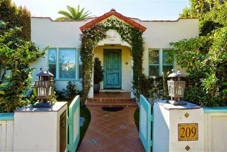 As the report by Today.com, the singer, Kesha put her $ 1.65 million to buy the great Bungalow in Venice, California, USA. The Spanish style home boasted 2 bathrooms and 3 bedrooms on 1,416 square foot land area.
