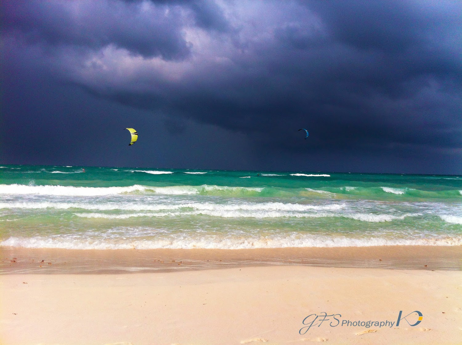 kitesurfing, stormy, weater, conditions