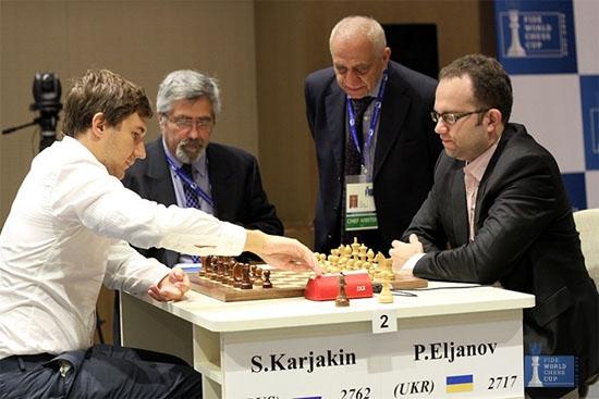 Sergey Karjakin avec les Noirs décide de rejouer l'ouverture de la 3e partie © site officiel