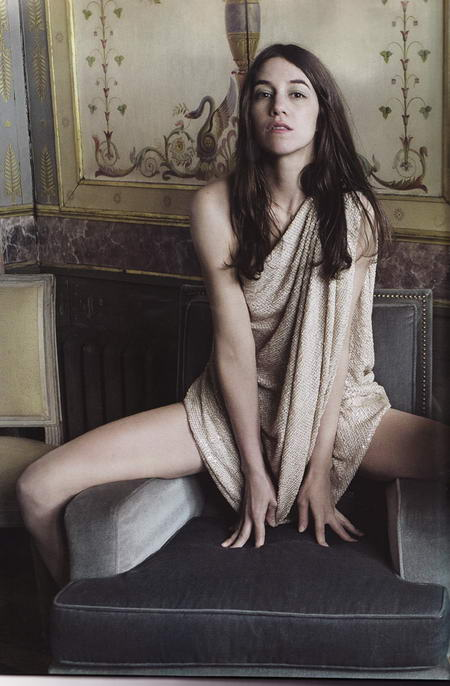 the vern 39 s videovangaurd the vern looks at charlotte gainsbourg from a safe distance so. Black Bedroom Furniture Sets. Home Design Ideas