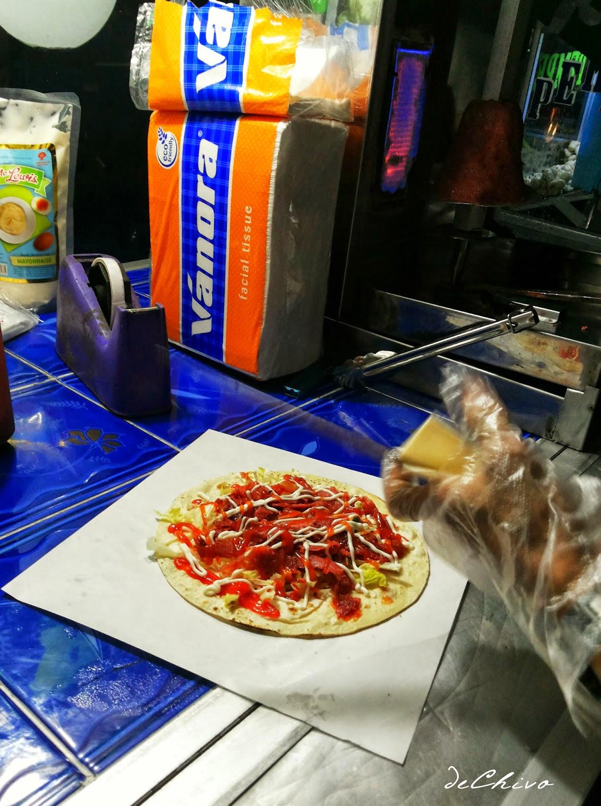 Membuat Kebab Pakai Sarung Tangan Biar Higienis