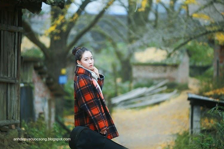 Thiếu nữ dao phố mùa thu 4