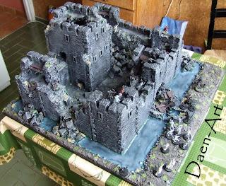 Makieta zamku z fosą