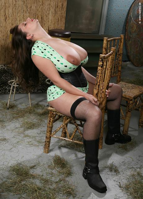Lazy Pig: Nadine Jansen - Gasolina Tiki Bar