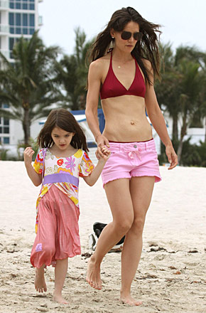 Katie Holmes Pregnant  on Eat  Browse  And Love By  E   Katie Holmes S Bikini Bod