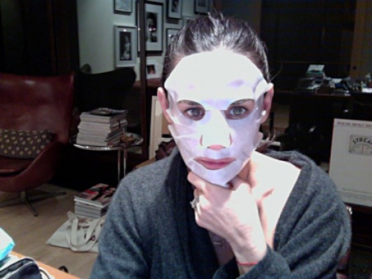 Demi Moore Hydration Mask 2011 Tweetpic