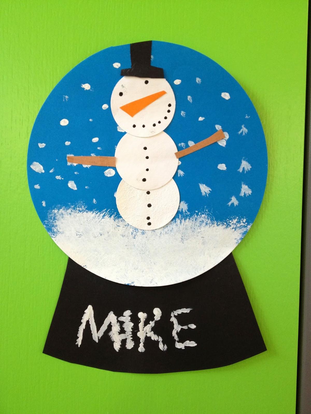 Klassenkunst schneekugeln aus papier - Weihnachten kindergarten ideen ...