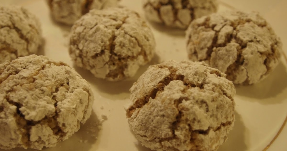 The Pleasures of Healthy Eating and Cooking: Ghriba Walnut Cookies