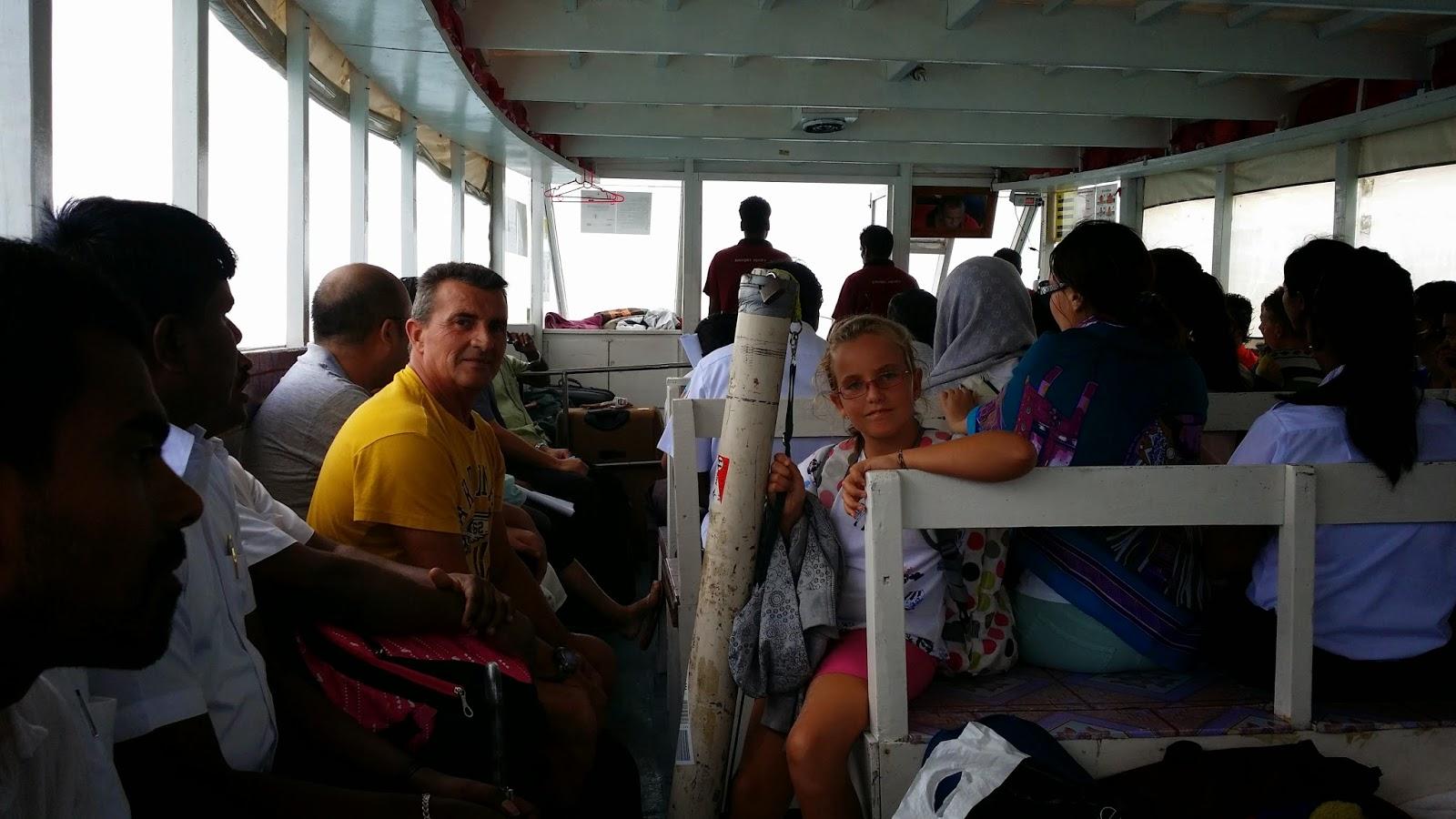El Dhoni es el transporte público local entre islas