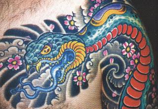 Tatuagem cobra no peito