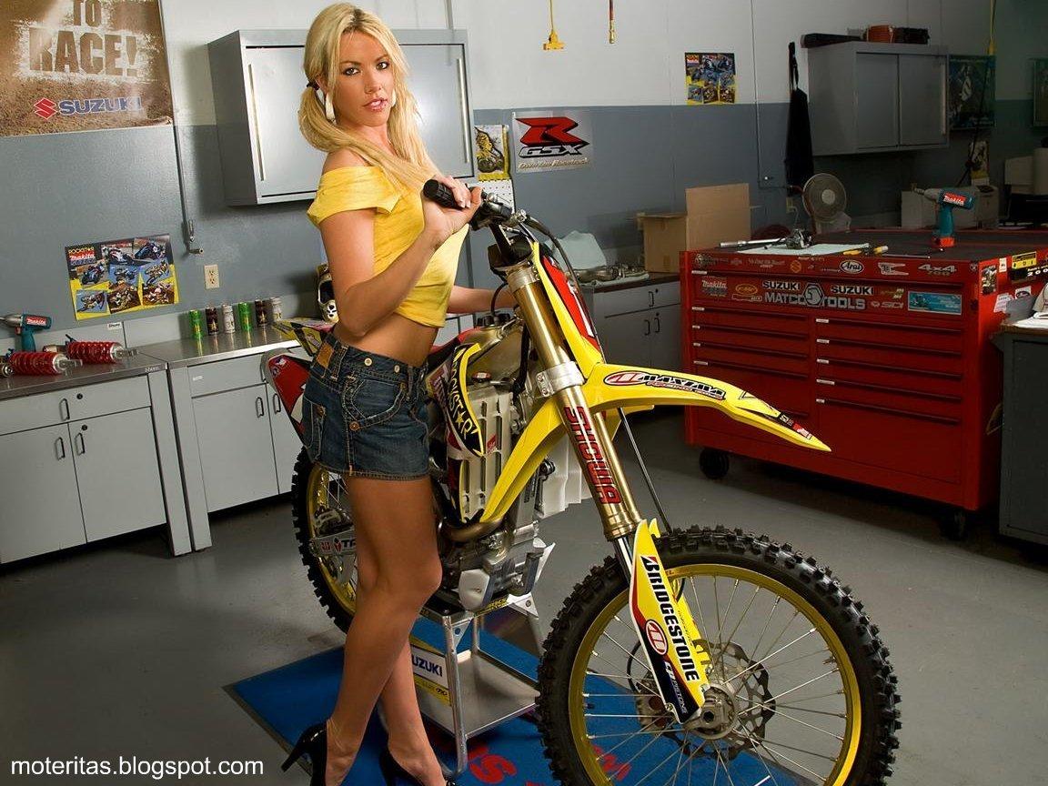 http://1.bp.blogspot.com/-1c_a8LHnTv8/TmgN1VslPyI/AAAAAAAAAR8/_5qDc76Fe2c/s1600/Rockstar-motos-Suzuki-chicas-motocross-wallpaper%2B%255Bmoteritas.blogspot.com%255D.jpg