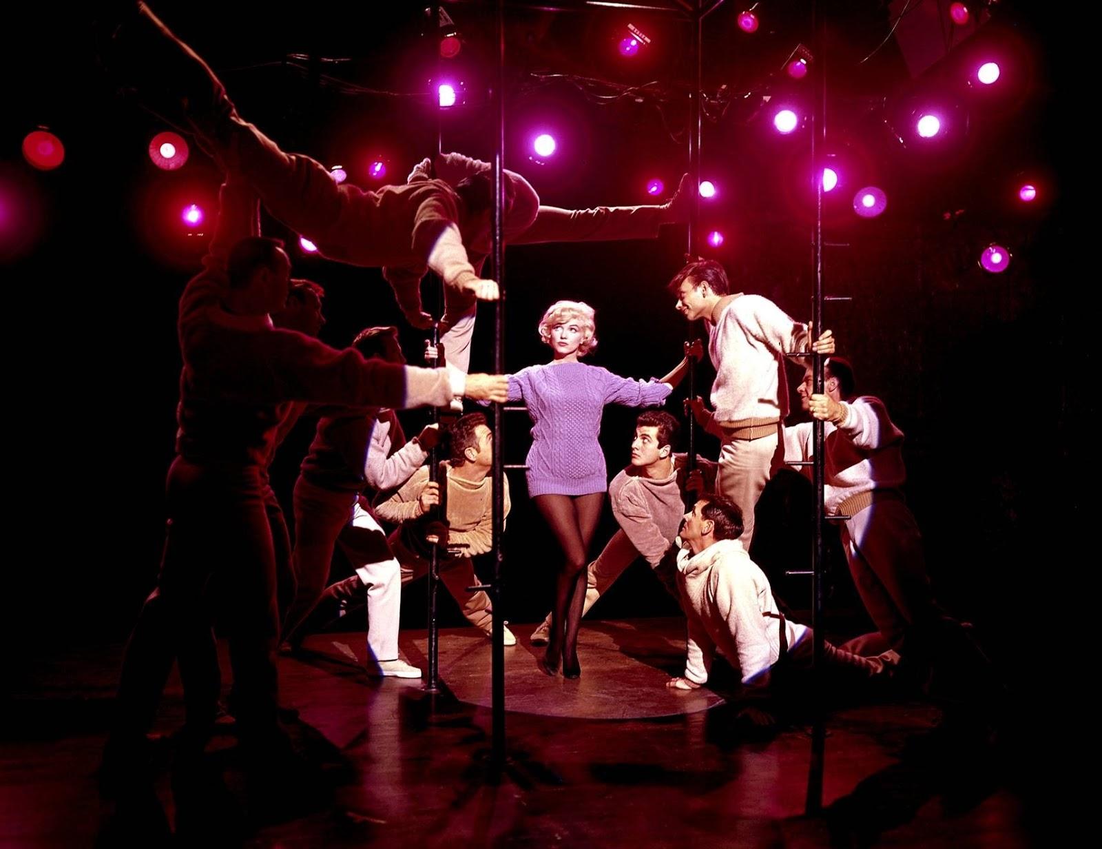 http://1.bp.blogspot.com/-1cojKV1E8yo/UJRezv9mZLI/AAAAAAAAa-Q/_4GSXriHBA4/s1600/Annex+-+Monroe,+Marilyn+(Let\'s+Make+Love)_14.jpg