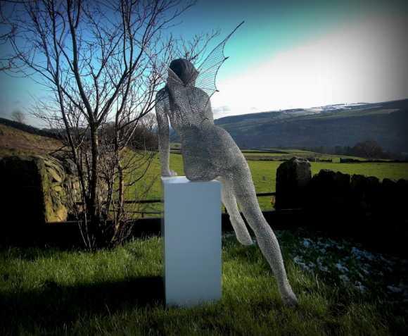 Derek Kinzett esculturas feitas de arames Espírito ao sol