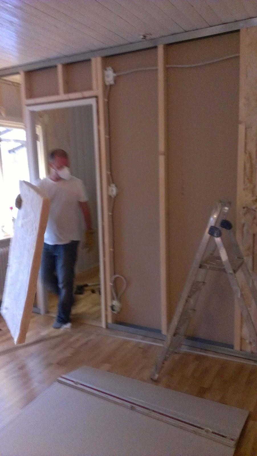 Skomakartummen bygger och renoverar: ´ny vägg snart på plats