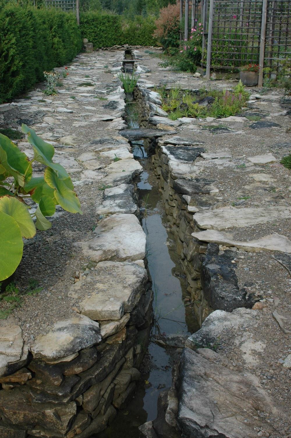 Roche Fleurie Garden The Rill