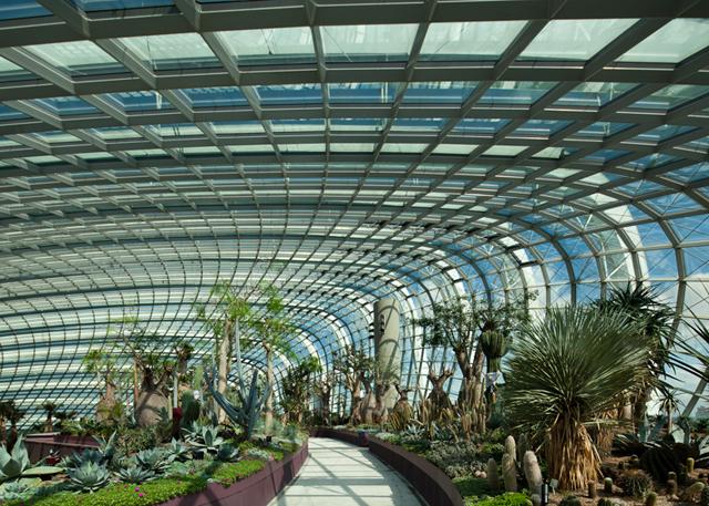 O prédio com jardim vertical interior foi eleito a construção do ano