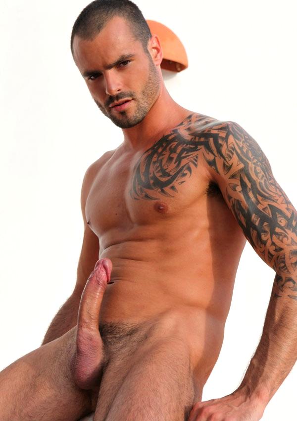 Um Moreno Barbudo E Tatuado Pau Grande Pra Que Melhor Isso
