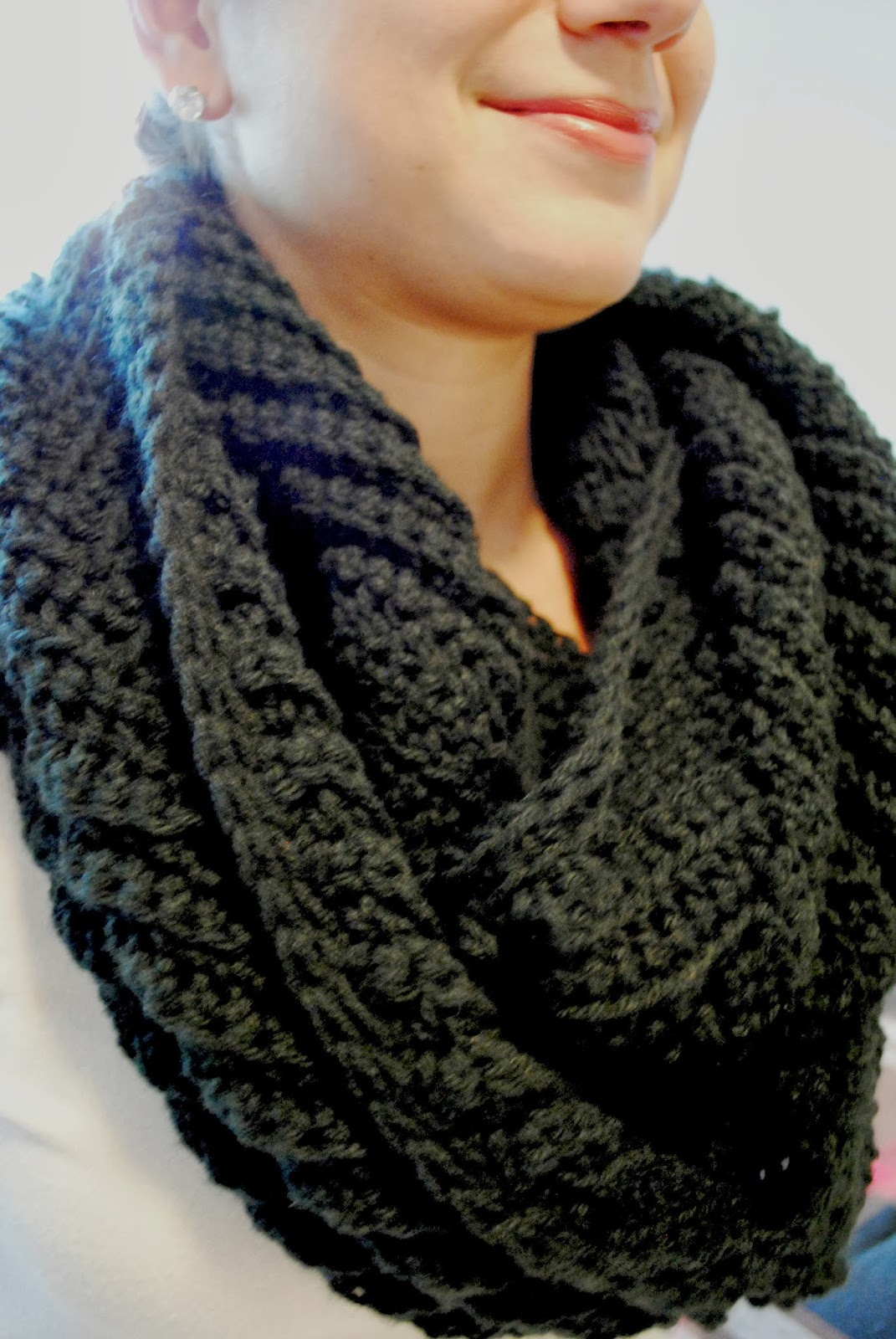 Crochet Scarf Pattern Thick Yarn : LOEE. M.: SUBTLE CHEVRON INFINITY SCARF.