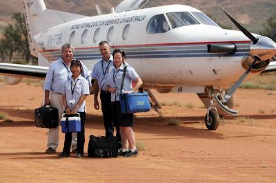 http://1.bp.blogspot.com/-1e281j79JMM/USCSxJc1X9I/AAAAAAAABDI/rsKvEv3INC0/s320/flying-doctor.jpg