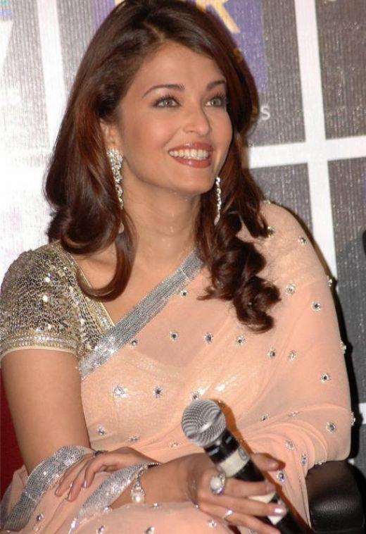 Aishwarya Rai Bachchan Cute Sari Stills