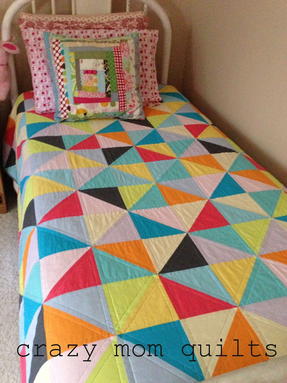 crazy mom quilts: twister quilt : quilt on bed - Adamdwight.com