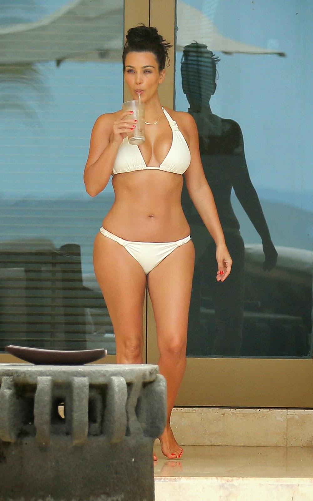Photo Kim Kardashian Unwinds on Second Honeymoon in Mexico