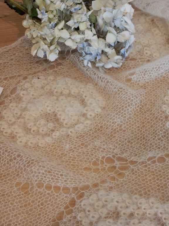 moet gebreid worden op afroep:shawl:ecru roomkleur: