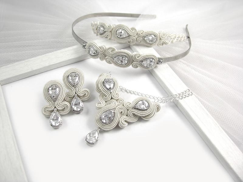 Sutasz ślubny ivory; komplet z kryształami Novia Blanca.