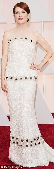 Julianne Moore in Chanel at Oscars 2015
