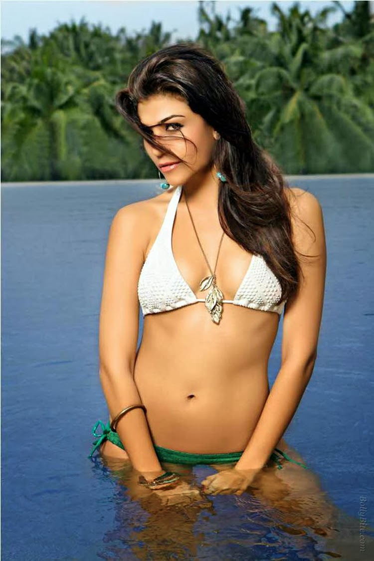 Archana Vijaya : The hot pics of  anchor from IPL