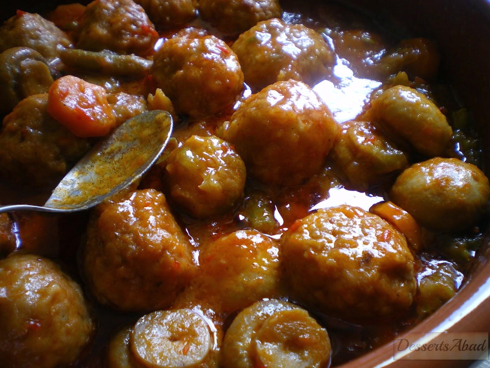 Albóndigas con coles y champiñones