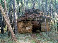 L'entrada i la cúpula de la barraca de vinya nº 3