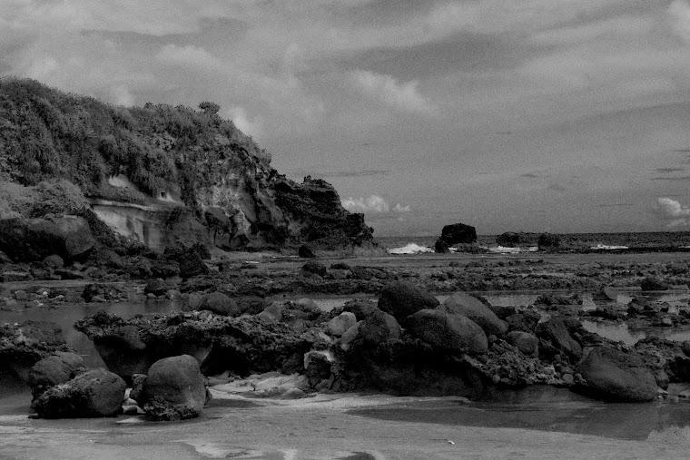 Pesona Pantai Ranca Buaya. 2011