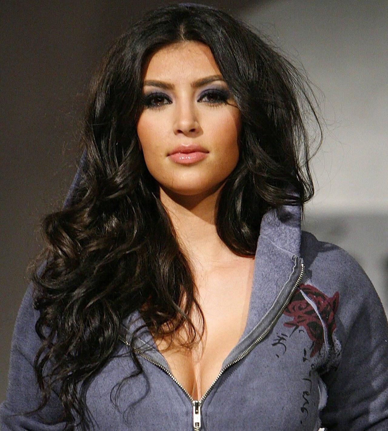 http://1.bp.blogspot.com/-1fyWd_vDW70/T41nVzoMyyI/AAAAAAAAFGE/LkHLlyd96Lo/s1600/Kim-Kardashian-2012-belleza-y-moda.jpg
