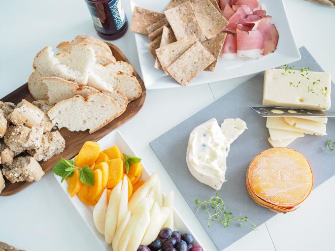 juustoja kahden kesken, homejuusto ja gouda emmental Kartanon meijerin Fuuga, Castello Blue, Herkkujuustolan Metsuri