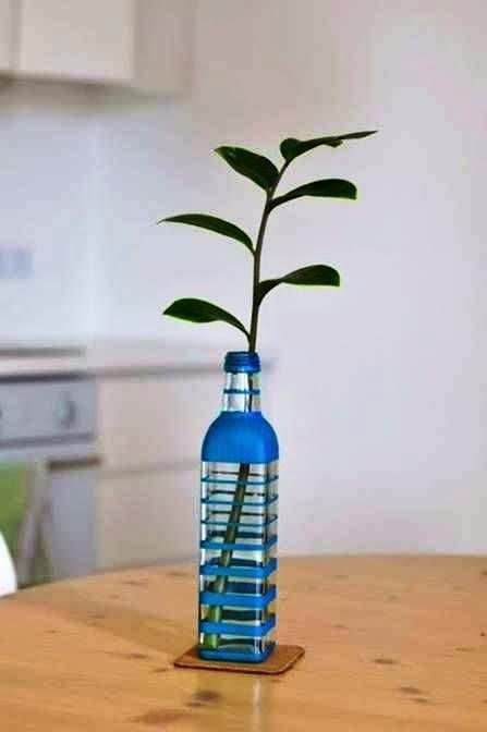 Kerajinan Tangan Sederhana, Mewarnai Vas Bunga Dari Botol Bekas 7