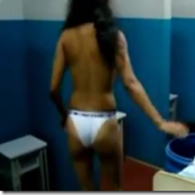 Vexame e humilhação que sofre uma mulher ao ser revistada em uma prisão no Brasi