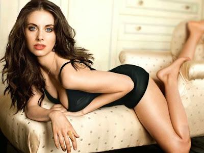 Alison-Brie-Annie-Community-Sexy-2013