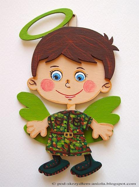 malowany drewniany aniołek chłopiec personalizowany