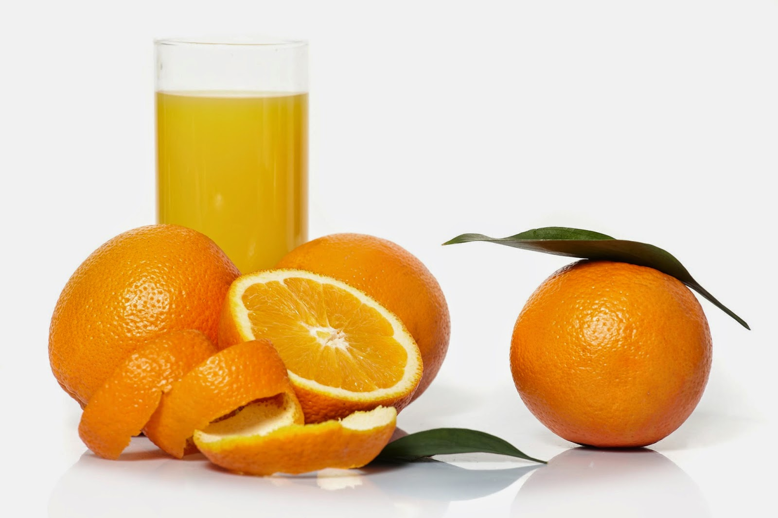 Suco de laranja, pó de guaraná e xarope de guaraná