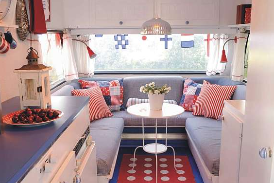 Happy day vintage mobile home monday happy 4th of july - Interior caravanas decoracion fotos ...