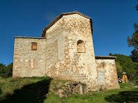 Vista de l'absis poligonal de l'església de Santa Maria de Merola