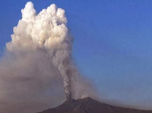 mount_etna_volcano_eruption_photo_Italy