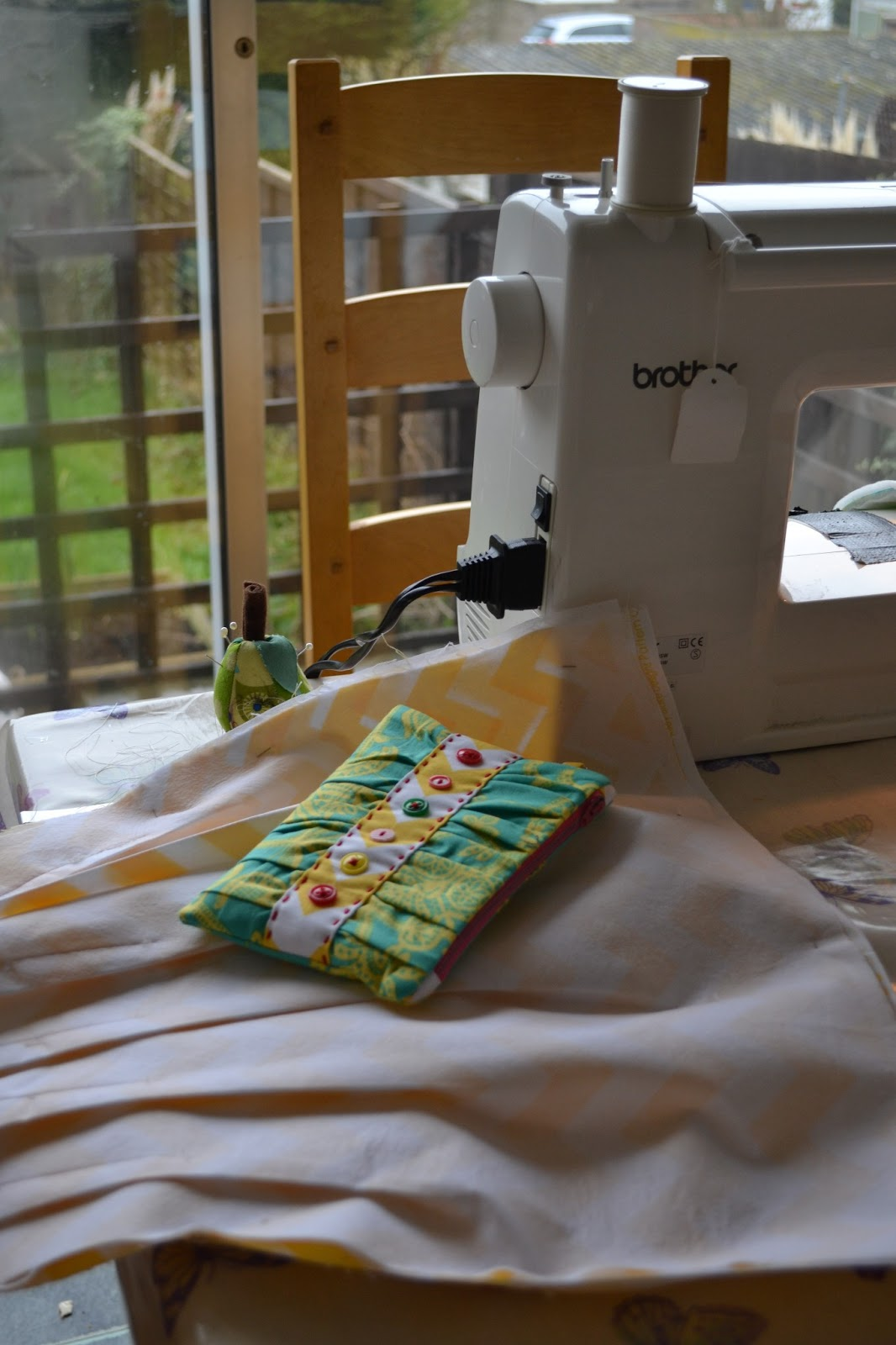 kitchen table sewing the sunshine bag