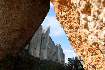 Senderismo por Montserrat: Roca Foradada, refugio Vicenç Barbé , Agulles.