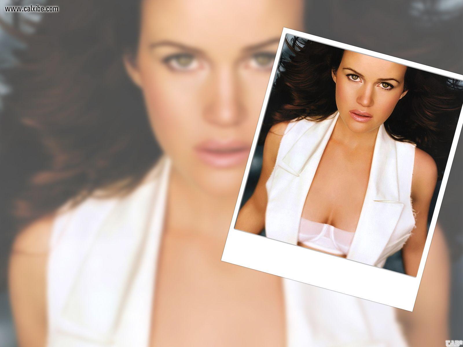 http://1.bp.blogspot.com/-1i-vkizQBgM/TfMzPcBKE5I/AAAAAAAACWs/qptlqnLgg4I/s1600/Carla+Gugino+wallpaper+%25282%2529.jpg